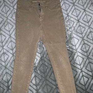 Kaki colored skinny jeans
